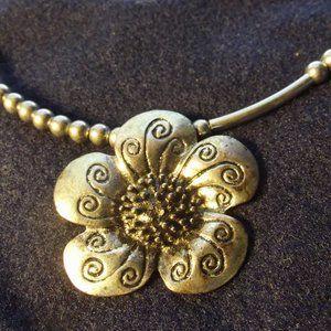 Silver tone Daisy Pendant Necklace